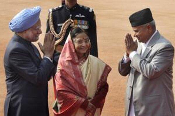 Prvá indická žena prezidentka Pratibha Patilová (uprostred).
