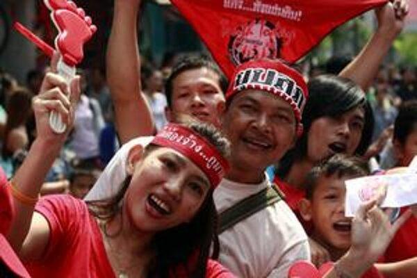 Červené tričká v akcii.