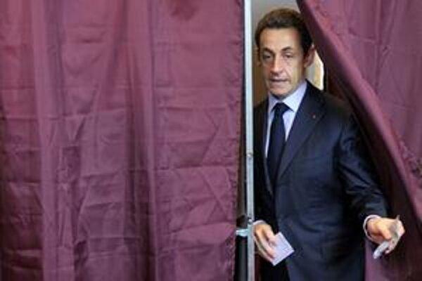 Sarkozymu spočítali voliči najmä stagnujúcu ekonomiku.