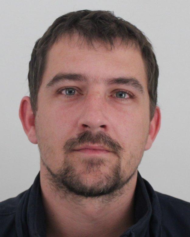 Obvinený Miroslav. Súd mu naparil šesť rokov v deň jeho narodenín.