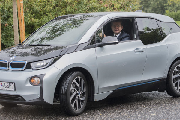 Ministerstvo hospodárstva pod vedením Petra Žigu uvažuje, že podporu na kúpu elektromobilov predĺži.