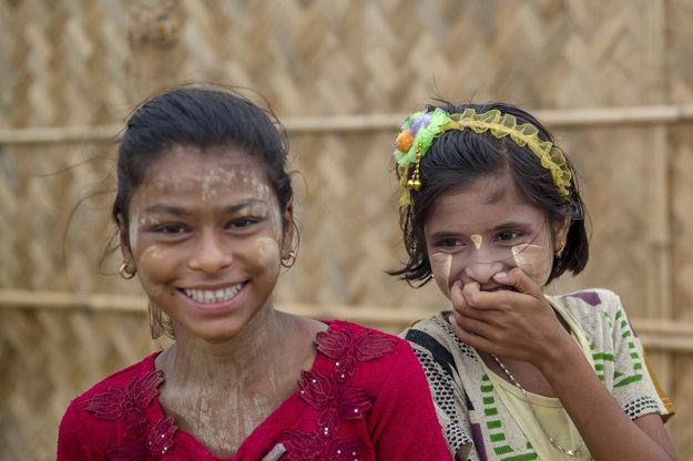 Ženám a dievčatám v táboroch chýba súkromie aj dostatočná hygiena.