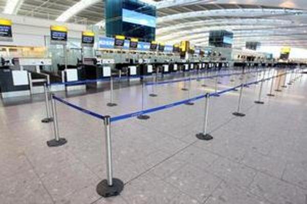 Pohľad na prázdny Terminal 5 na londýnskom letisku Heathrow.