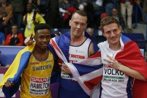 Ján Volko (vpravo) po šprinte na 60 metrov na halových ME v Belehrade.