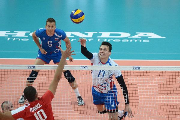 Skúsený František Ogurčák (vpravo). Po zranení, ktoré ho obralo opredchádzajúcu sezónu, sa vrátil do volejbalového kolotoča.