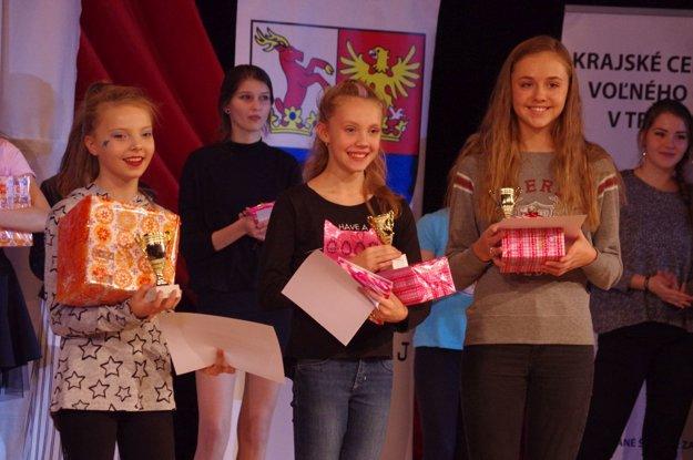 Víťazky prvej kategórie tanečnej súťaže.