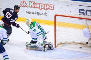 Slovanista Michal Řepík strieľa úvodný gól zápasu.