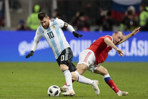 Lionel Messi(vľavo)počas prípravného zápasu v Rusku.