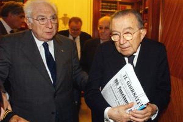 Senátor Giulio Andreotti, najvplyvnejší muž talianskej  povojnovej politickej scény, oslavuje 90. narodeniny v tieni filmu o jeho kontaktoch s mafiou.