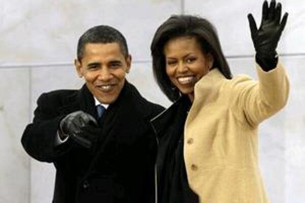 Budúci americký prezident Barack Obama s manželkou Michelle prichádzajú na koncert pod názvom We Are One: Opening Inaugural Celebration at the Lincoln Memorial, konaný dva dni pred inauguráciou nového amerického prezidenta pri Lincolnovom pamätníku vo Was