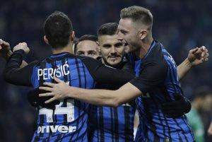 Hráči Interu Miláno sa radujú po jednom z gólov, vpravo Milan Škriniar.