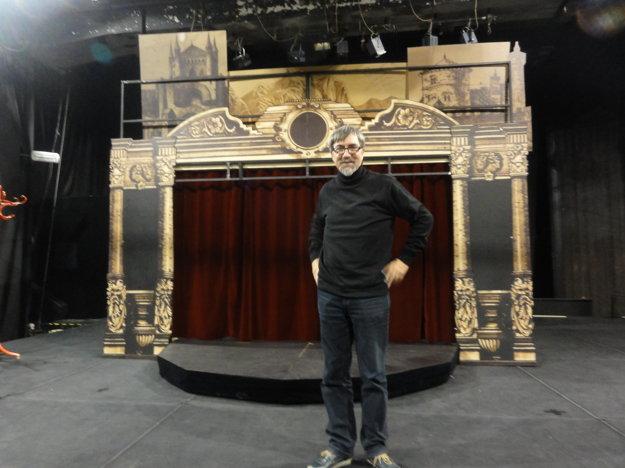 Autor a režisér Jozef Krasula nám predstavuje scénu hry.