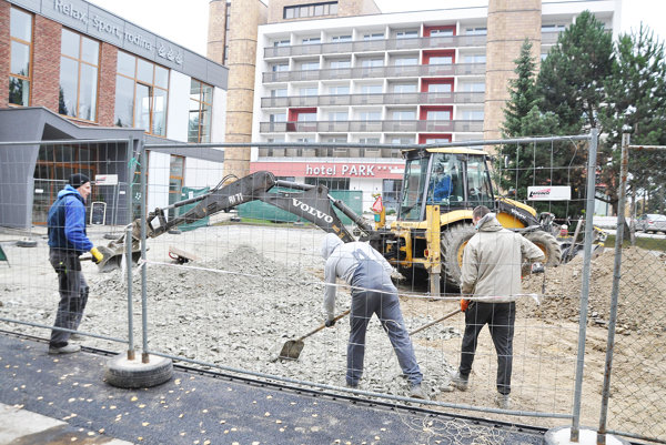 Práce na revitalizácii priestoru ukončia do začiatku decembra.⋌
