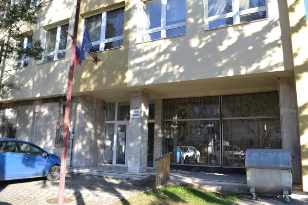 Okresná prokuratúra v Humennom. Igorovi M. dočasne pozastavili výkon funkcie prokurátora.