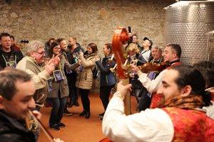 Už 18. ročník Dňa otvorených pivníc prilákal do vinárstiev Malokarpatského regiónu tisíce ľudí.