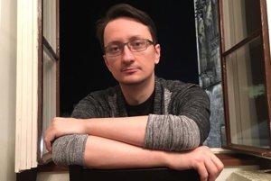 Aj politici využívajú strach, pretože je to najsilnejší spôsob pôsobenia na masy, tvrdí spisovateľ Jozef Karika.