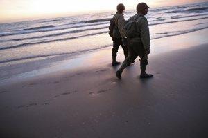 Vojaci na pláži Omaha.