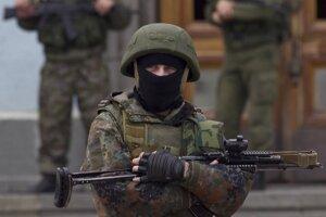 Neoznačený vojak v Simferopole.