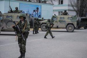 Neoznačení vojaci v Baklakave na Kryme.