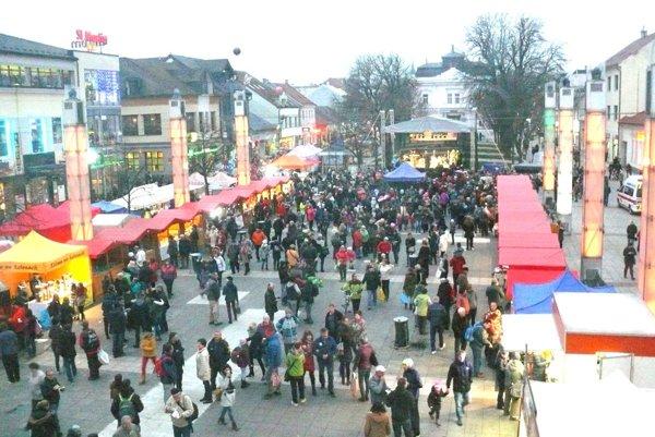 Svätomartinské hody sa vydarili, námestie bolo plné. Zopakuje sa to aj pri vianočných trhoch?