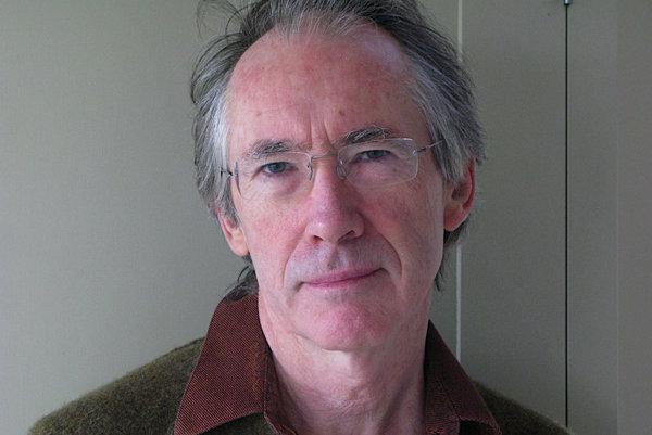 Ian McEwan napísal svoju sedemnástu knihu, práve vyšla v slovenčine.