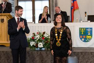Novozvolená predsedníčka ŽSK Erika Jurinová spoločne s odchádzajúcim predsedom Jurajom Blanárom.