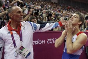 Britský zväz gymnastiky informoval, že tréner Eddie Van Hoof je suspendovaný.