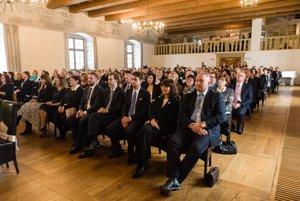 Ustanovujúce zasadnutie Zastupiteľstva Žilinského samosprávneho kraja sa konalo v Sobášnom paláci v Bytči.