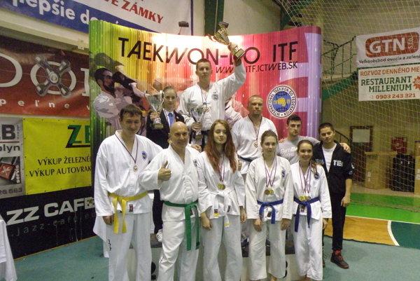 Pretekári tretieho najúspešnejšieho klubu na Slovensku TAEKWONDO ACADEMY Nové Zámky.