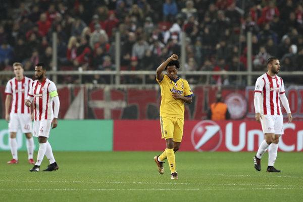 Juan Cuadrado sa raduje zo svojho gólu v zápase proti Olympiakosu Pireus.