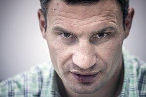 Ako boxer väčšinou Vitalij Kličko vyhráva, v politike je to zatiaľ zmiešané. Súboj o starostu Kyjeva prehral dvakrát, v parlamente má druhú najsilnejšiu stranu.