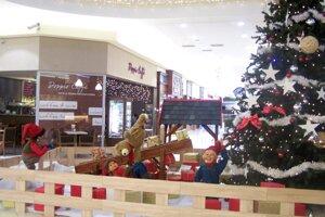 Koledy budeme spievať pri vianočnom stromčeku v Obchodnom centre Tulip.