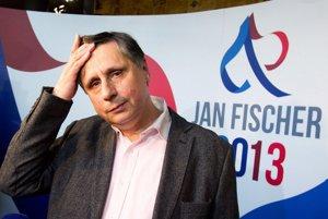 Jan Fischer sleduje ve svém volebním štábu předběžné výsledky. (12. januára 2013) Autor: Jan Zátorský, MAFRA