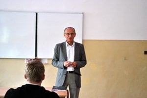 Ľubomír Okruhlica prednáša na školách o následkoch užívania drog.