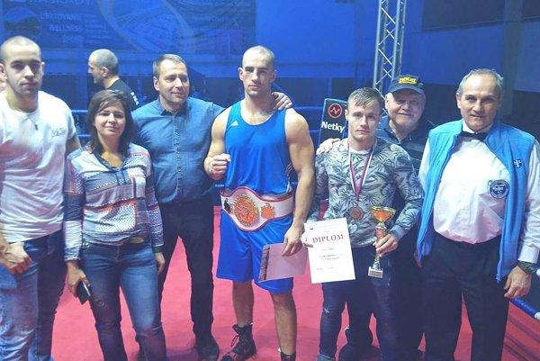 Marián Michalec (v strede s opaskom) vyhral kategóriu nad 91 kg.