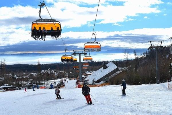 Tatranská Lomnica. Opäť sa tu lyžuje.