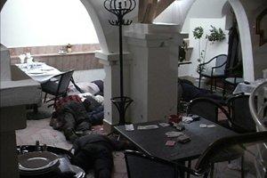 Najmasovejšia mafiánska poprava na Slovensku. V bare Fontána v Dunajskej Strede rozstrieľali samopalmi desať členov skupiny pápayovcov.