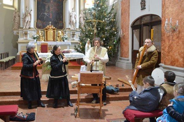 Musicantica Slovaca počas vianočného koncertu.