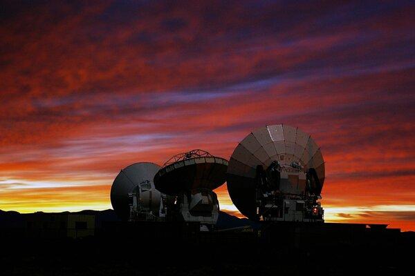 Sústava rádioteleskopov ALMA.