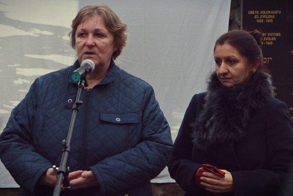 Jana Dubovcová a Zuzana Kumanová (vpravo) pri odhalení pamätnej tabule.