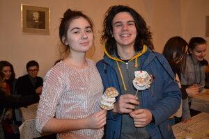 Adriana Gombitová a Richard Lendacký. Vyrobili vianočný stromček.