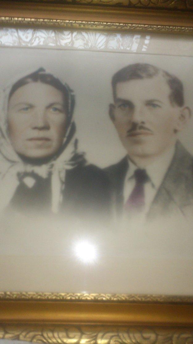 Františka aŠtefan Šustekovci mali svadbu 5. 2. 1920 vKrásne nad Kysucou. Štefan sa narodil 3. 1. 1892, Františka 29. 11. 1898.