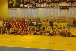 Účastníci predvianočného futbalového turnaja v Strečne.
