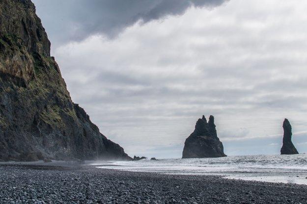 Čierna pláž Reynisfjara pri meste Vík