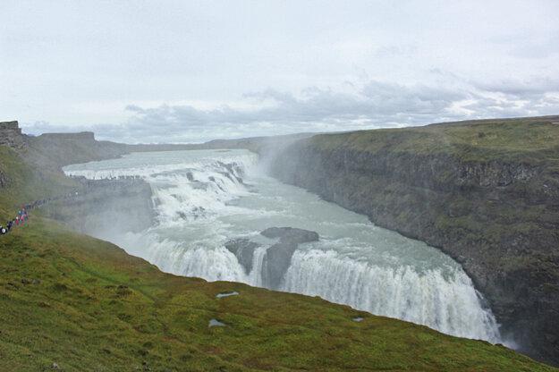 Silný prúd vodopádu Gullfoss