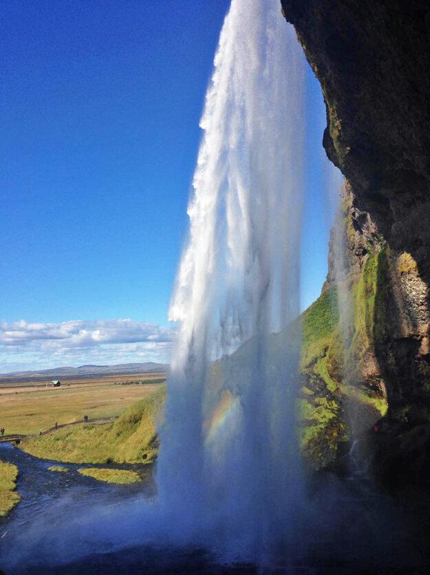 Sila vodopádu Seljalandsfoss
