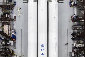 Prvá raketa Falcon Heavy poletí do vesmíru v januári 2018.