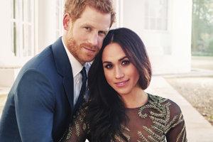 Oficiálna zásnubná fotografia princa Harryho a Meghan Markleovej.
