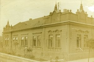 Pohľad na dom z roku 1916 z Hegedüšovského fotografického ateliéru.