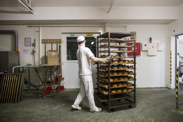 Proti zvyšovaniu príplatkov za nočnú prácu sú napríklad pekári.